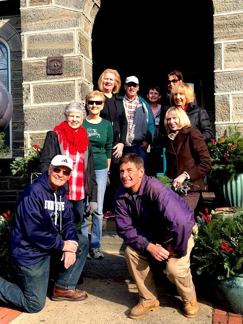Holiday Volunteers for Keystone House cleanup